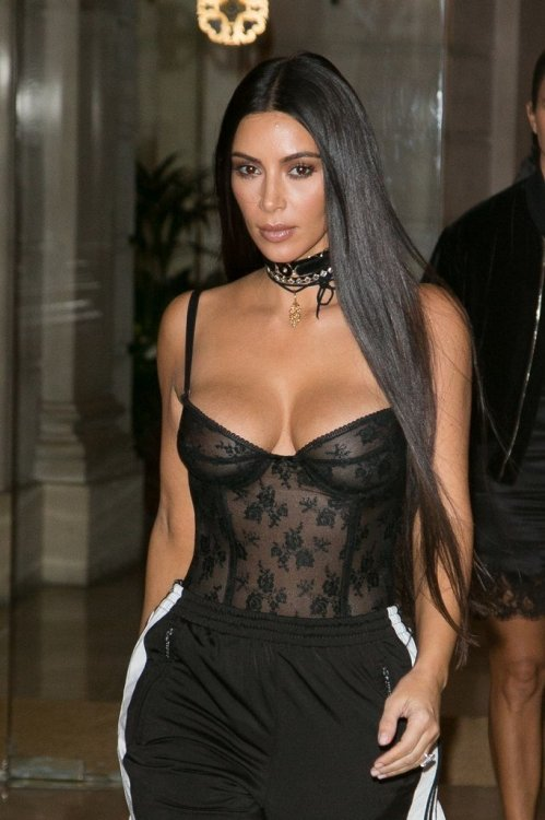 Diva Celebs Hair Land Of Extremely Long Hair Extensions Hots Up